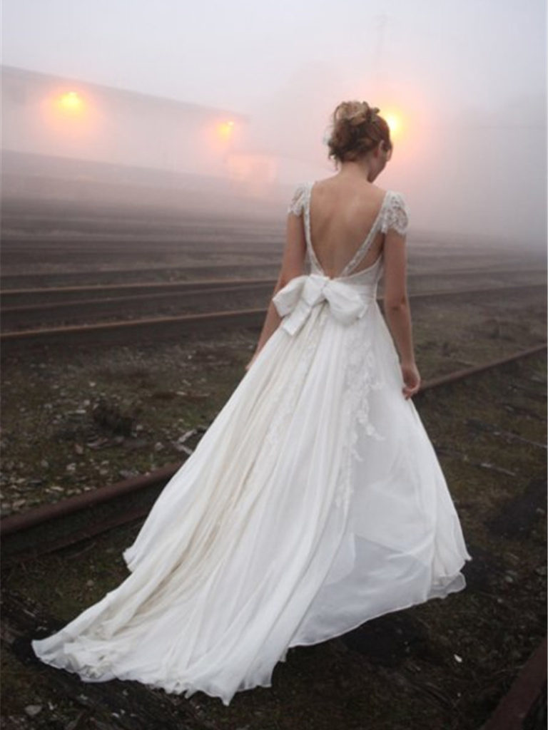 backless-wedding-dress